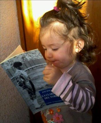 Killari, leyendo La claridad del toreo, de José Bergamín.